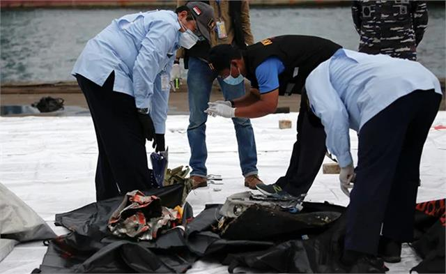 sriwijaya air crash indonesia divers search  black box hunt resumes