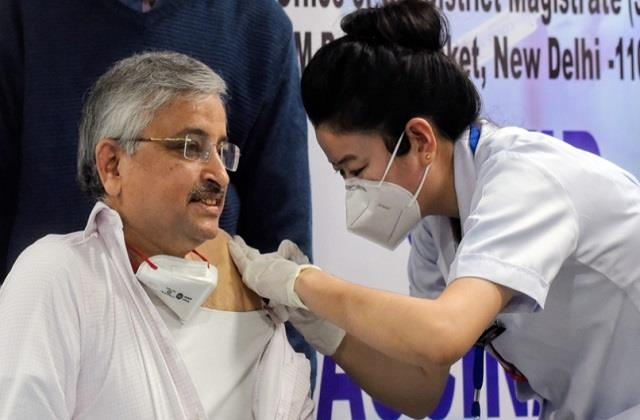 aiims director dr guleria has introduced corona vaccine