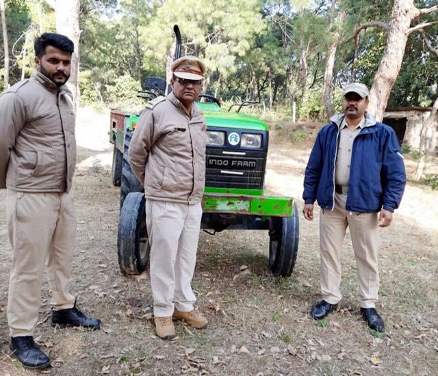 forest department team caught tractor filled with wood