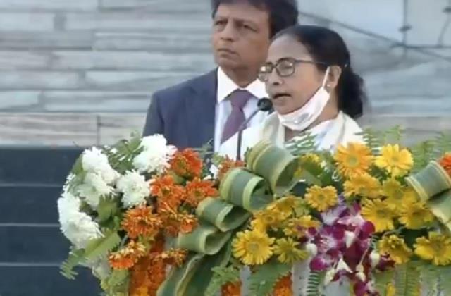 bengal mamta angered on modi s platform