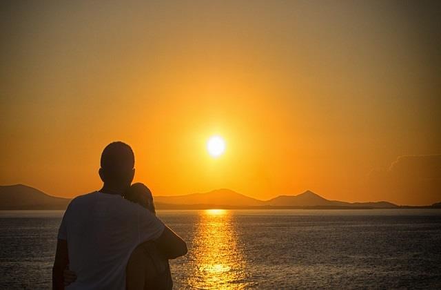 इन जगहों पर घूमने जाएं कपल, यहां का Sunrise बना देगा आपके हनीमून को और भी रोमांटिक