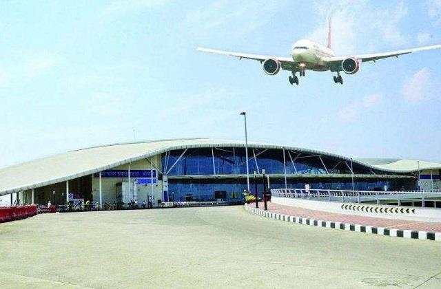 indigo airlines going from surat to kolkata made emergency landing in bhopal