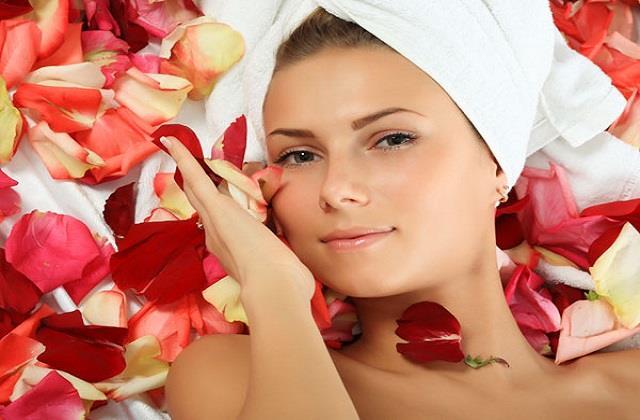 10 मिनट का गुलाब फेशियल चेहरे पर लगाएगा Healthy Glow