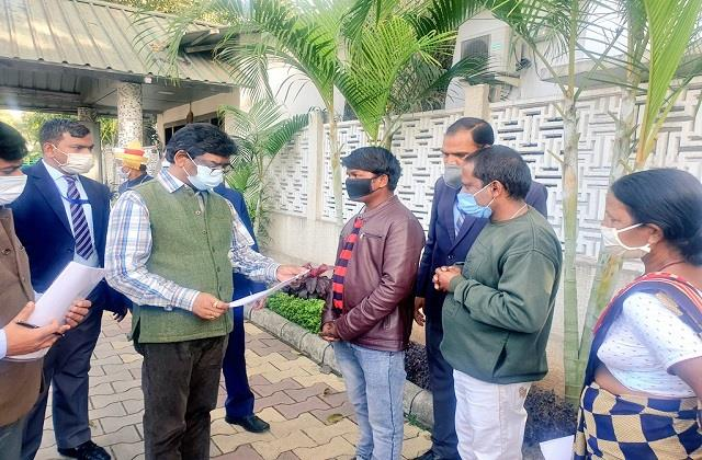 a large number of people reached cm residence heard problems