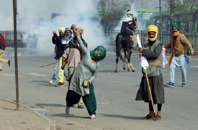 twitter suspended more than 550 accounts after the violence on republic day