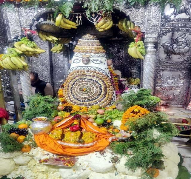 pata of mata bajreshwari decorated with 20 quintals of butter and dry fruits