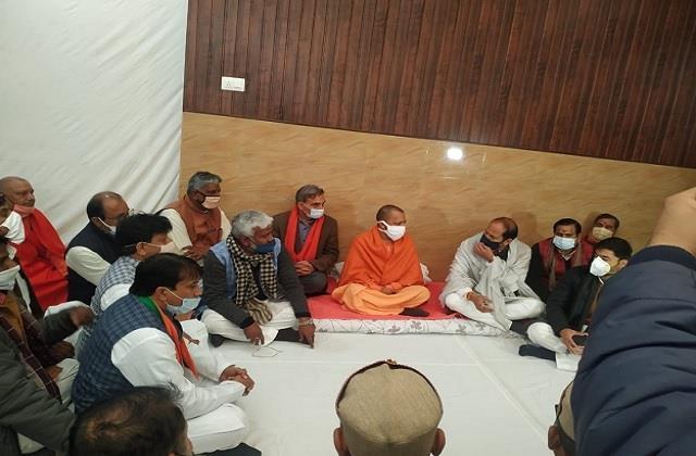 cm yogi arrives at sugarcane minister suresh rana s house