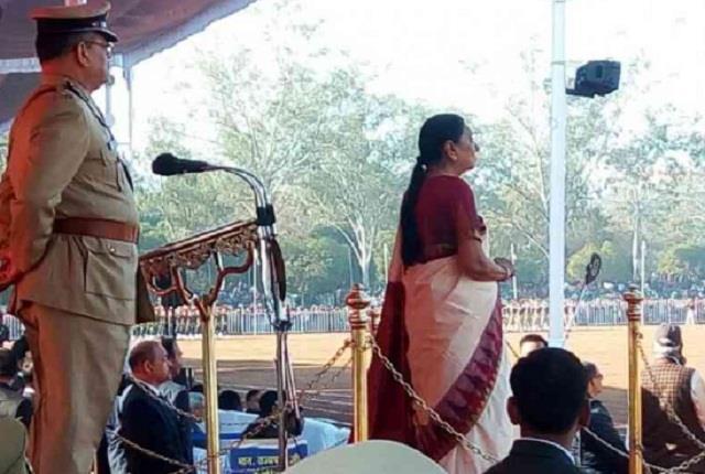 anandiben hoists tricolor at raj bhavan salutes republic day parade