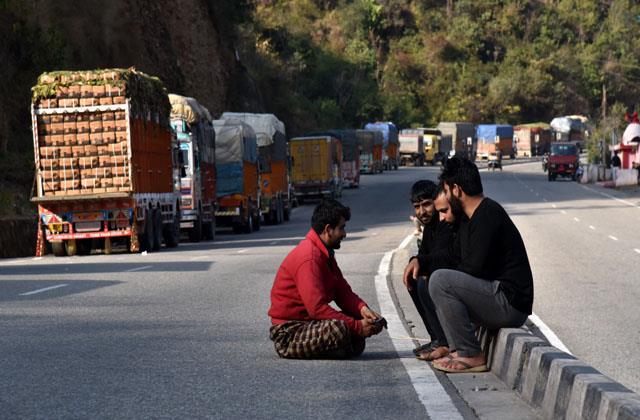 jammu srinagar national highway clear for traffic