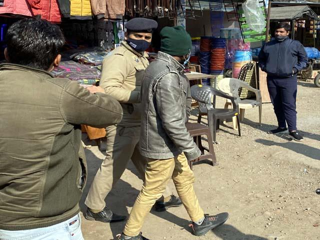 people caught member of fraud gang in baddi