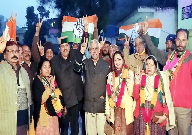 newly elected councilor mukesh of nainadevi join in congress