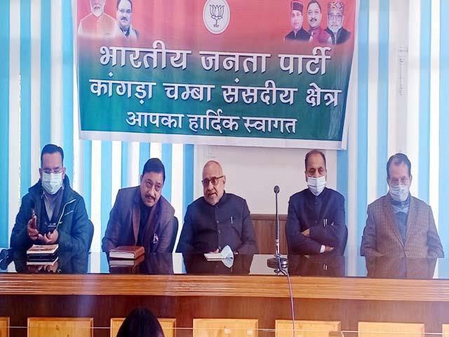 avinash rai khanna engaged in removing bjp s scatter in kangra