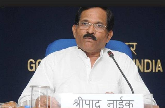 union minister shripad naik injured in car accident wife vijaya naik dies