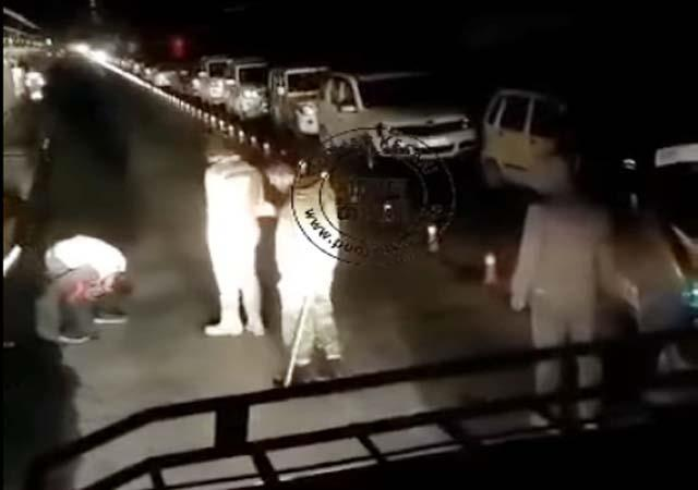 police beating the tourist in atal tunnel