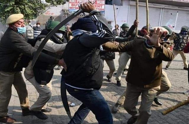 crowd s chakravyuh vs police morale