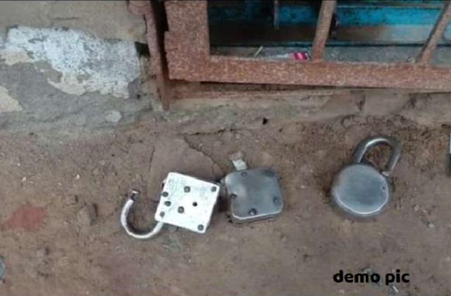 thieves stole items worth 4 thousand rupees including 4 shop locks