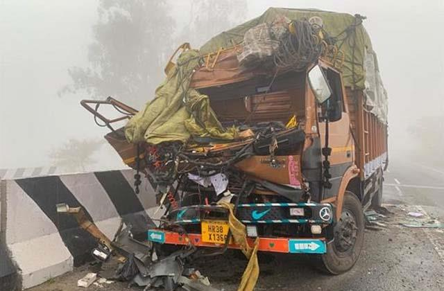 5 vehicles collided due to deep mist on highway 2 died