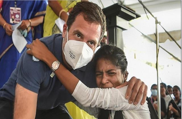 rahul gandhi hugs student while getting autograph