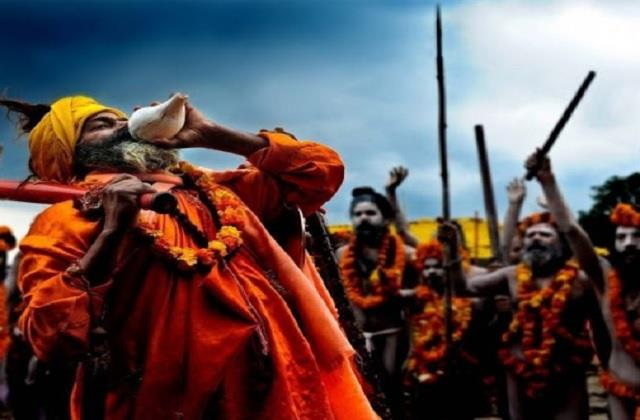 kumbh mela offering of akharas in royal style welcome of saints and saints