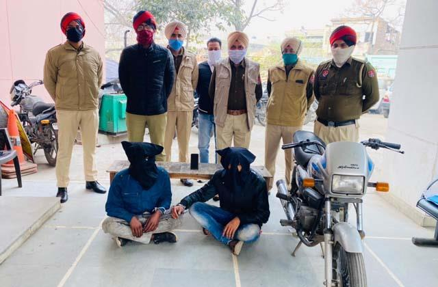police arrested 2 snatching accused