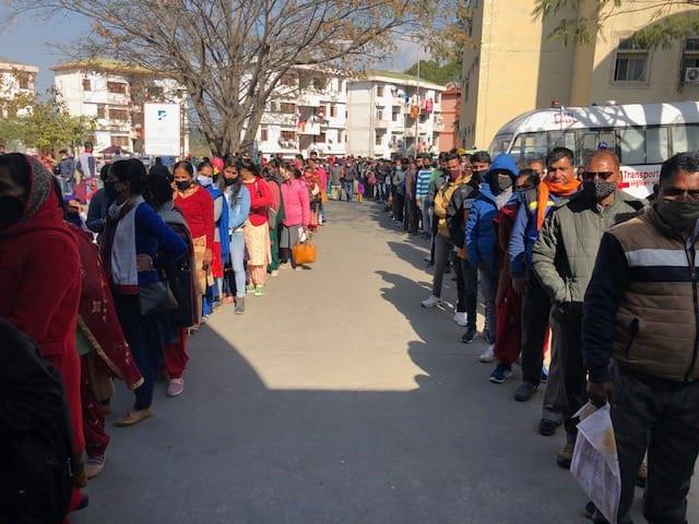 long queues for kovid 19 pass in tanda
