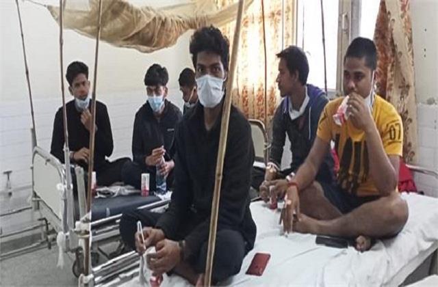 ptu s 40 students deteriorate after eating hostel food