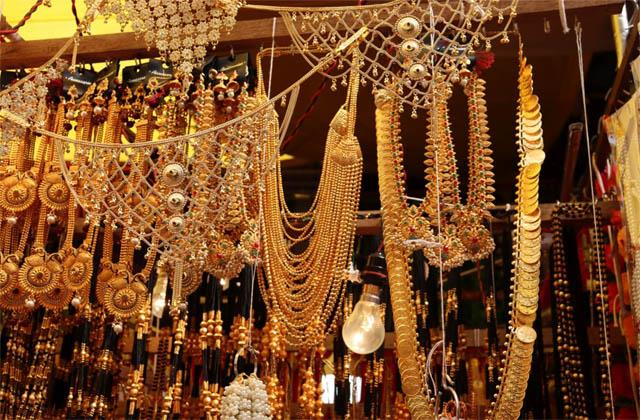 gold silver prices fall by 9000 rupees from record high