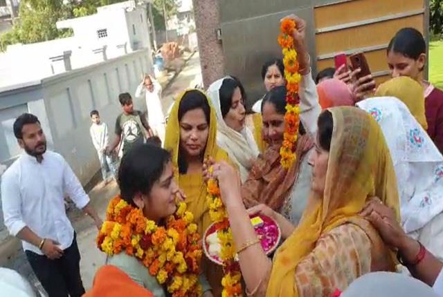 villagers reached 49th rank in upsc villagers reach grand reception