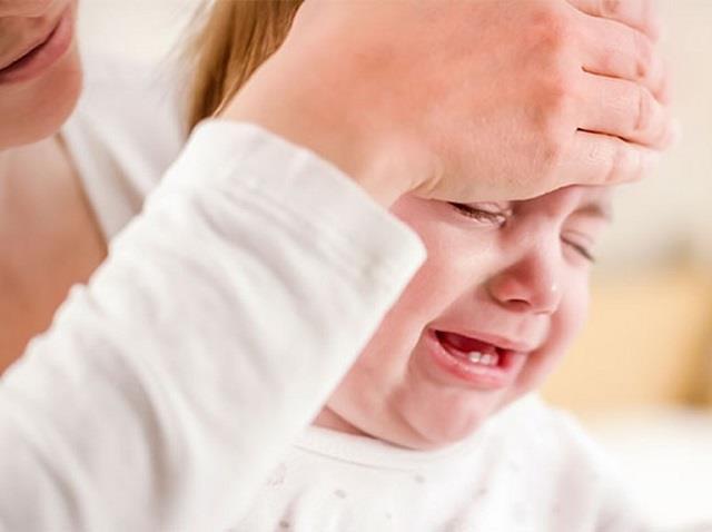 दांत निकालते समय बच्चों को क्यों लगते हैं दस्त?