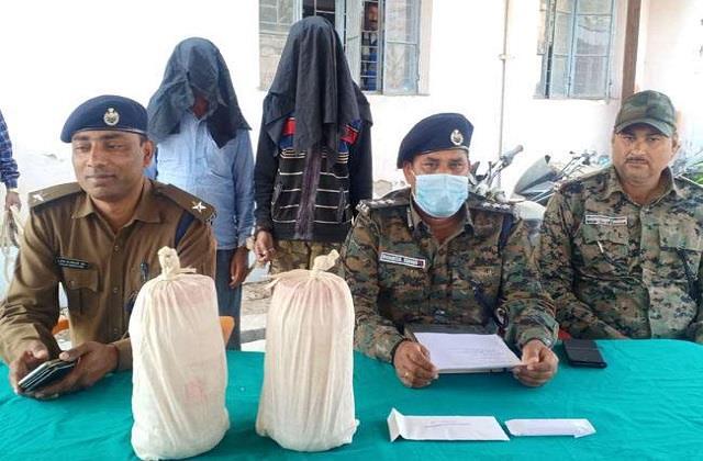 smuggler arrested with 3 kg of opium in chatra