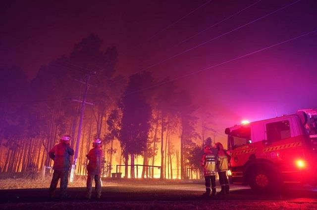30 homes have been destroyed by out of control wildfire in australia