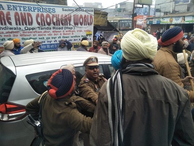 farmers encircle bjp s district headman s car