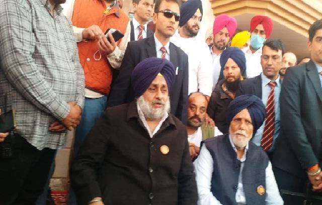 sukhbir badal furious over captain sarkar said  amarinder killed democracy