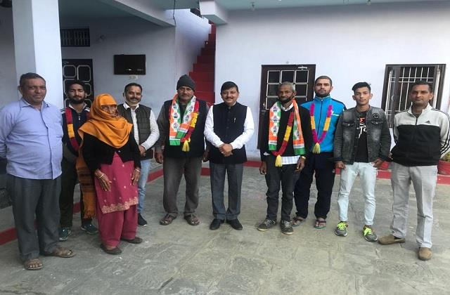 now bjp s booth president also joins congress in sujanpur