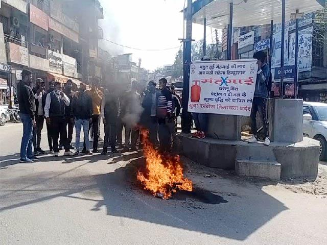 youth congress protest in bilaspur and ghumarvin