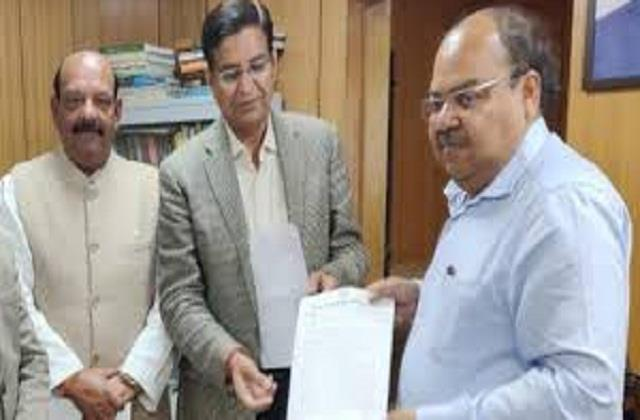 pritam singh gave memorandum to chief secretary