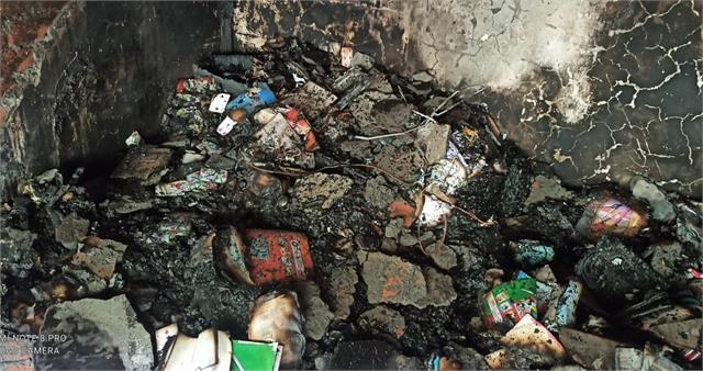 two shops burnt to ashes in kiyani