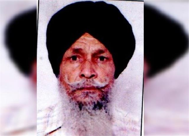 another farmer involved in the struggle of the singhu border broke down