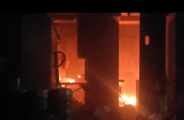 fire in plastic factory at indore