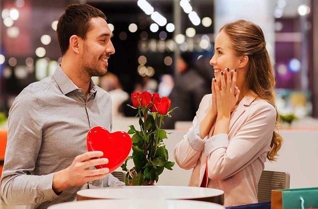 दुनियाभर में Valentine Day मनाने के हैं अजब-गजब रिवाज, कहीं जलाई जाती है फोटो तो कहीं...