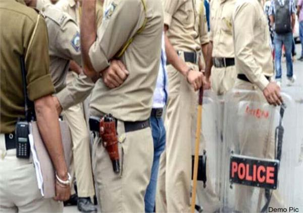 bag full of 24 lakh rupees stolen from inside the bank