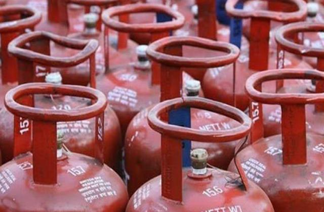 target to provide more than one crore free lpg connections