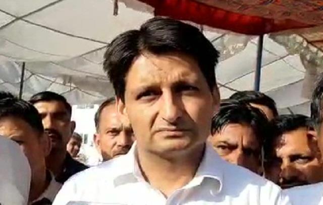 deepender hooda reached kittlana toll appealed to farmers