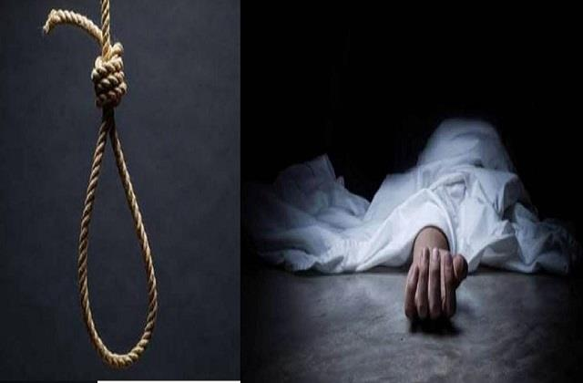 mother and daughter commit suicide by hanging in sehore