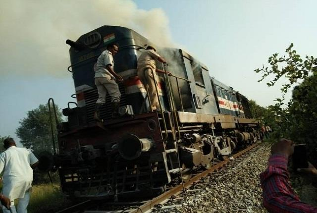 buxar fire in shramjeevi express going from patna to delhi atmosphere of chaos