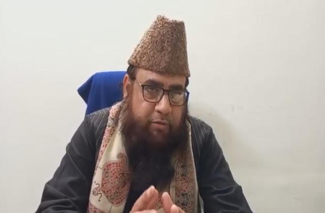 idgah imam ashraf angry at cm yogi s hat statement