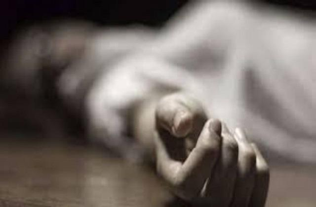 murder accused committed suicide in court