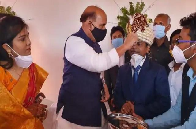rajnath singh arrives to bless his adopted son s wedding applying tilak