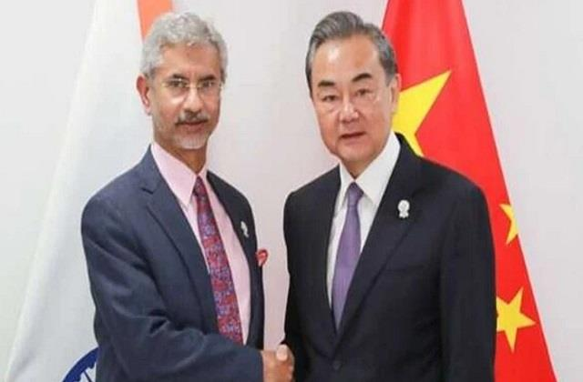 jaishankar talks to chinese foreign minister