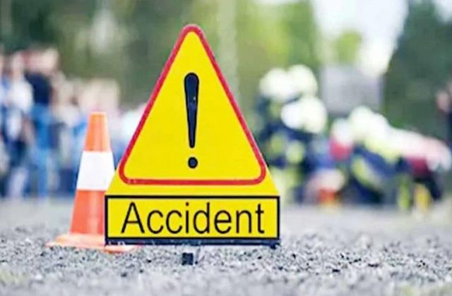 maharashtra 5 killed in collision between truck and auto rickshaw